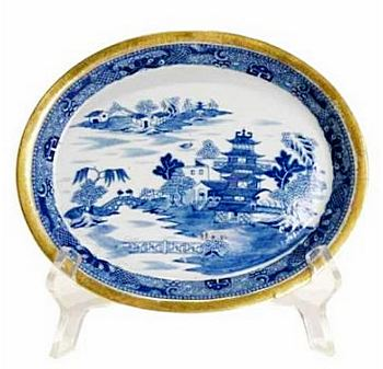 English Porcelain Blue Willow Pattern ca 1800 with a gilt edge