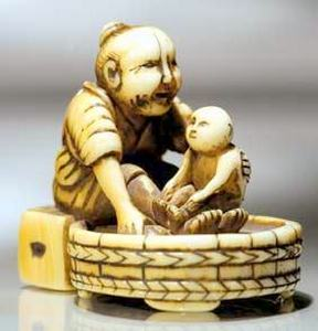 antique ivory Japanese netsuke 19thC