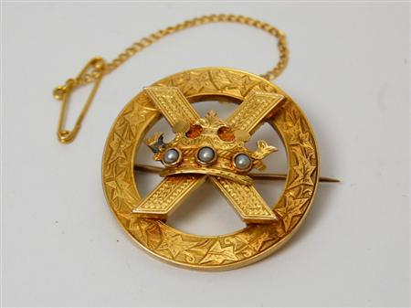 A Victorian Scottish gold brooch