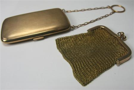 An early 20th century lady's 9ct gold purse,