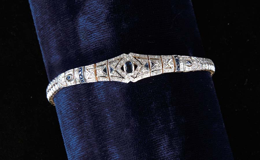 DIAMOND & SAPPHIRE BRACELET. Very beautiful