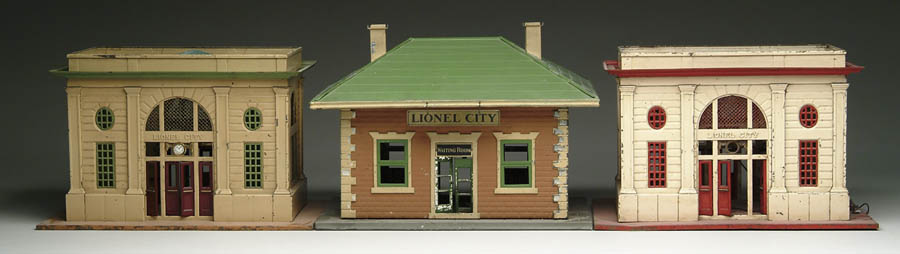 LOT OF 3 LIONEL TRAIN STATIONS. #124 Complete