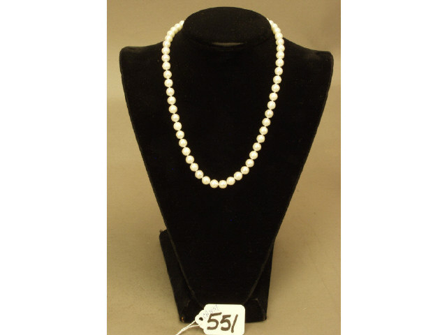 Gorgeous ladies 18 inch strand cultured pearl