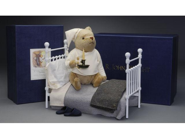 R. John Wright Nighttime Pooh & Bear's Bed