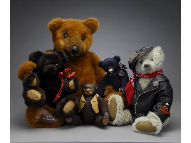 Lot: Five Contemporary Artist Bears Includes