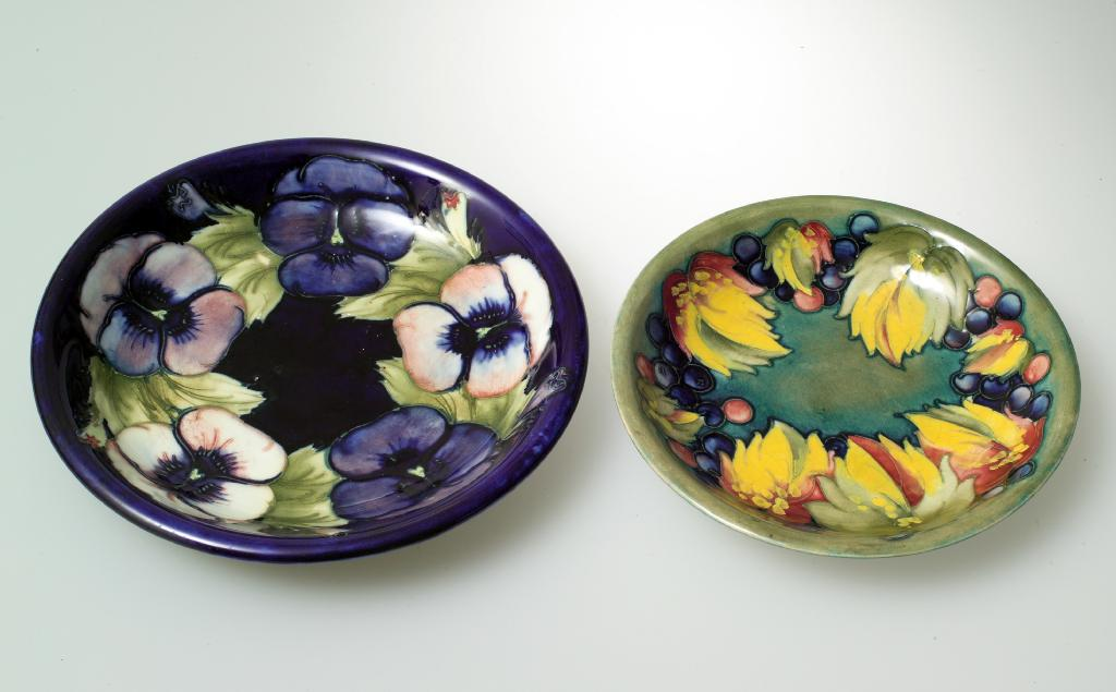 Price guide for WILLIAM MOORCROFT POTTERY PLATE, tubelined