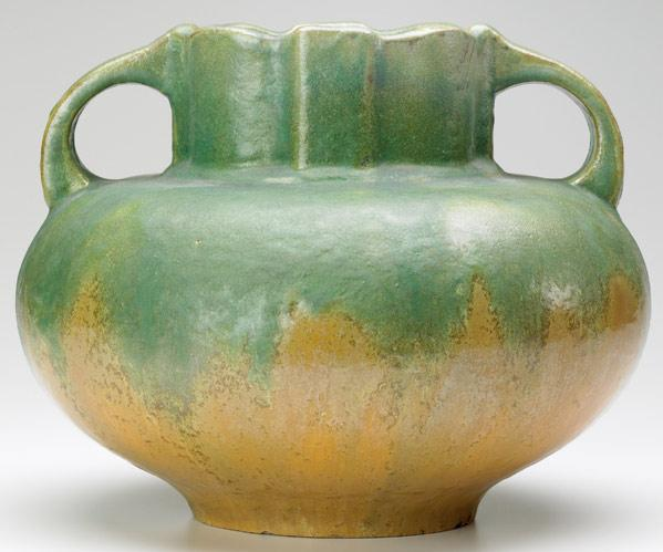 FULPER Squat two-handled vase with scalloped