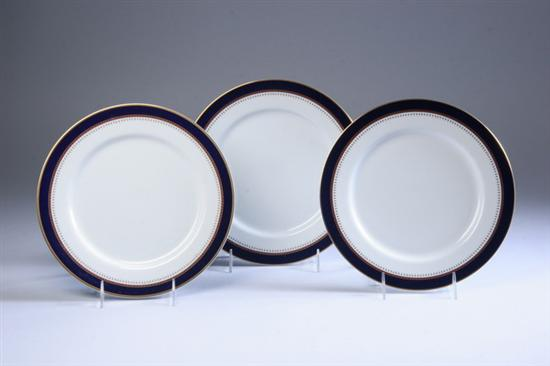 TWELVE FITZ & FLOYD PORCELAIN DINNER PLATES.