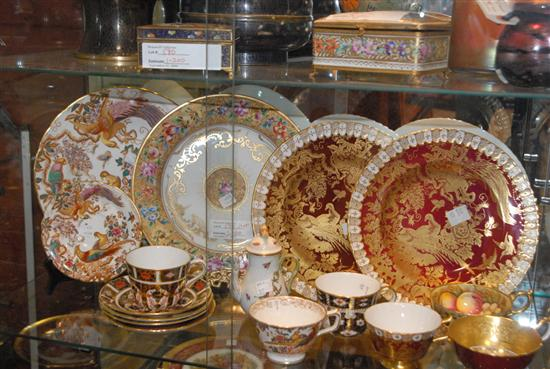 MISCELLANEOUS GROUP OF PORCELAIN ARTICLES