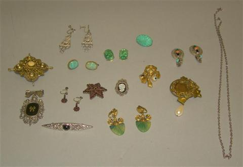GROUP OF VINTAGE AND VINTAGE STYLE JEWELRY