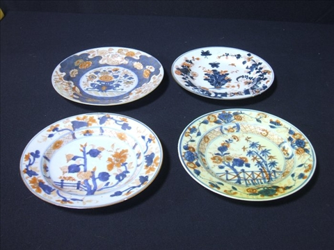 Price guide for LOT OF CHINESE & JAPANESE IMARI PORCELAIN