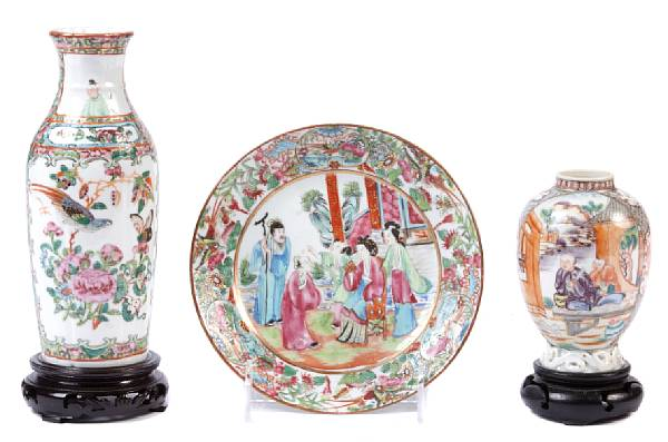 A group of Chinese porcelain table articles