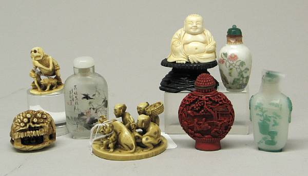 A group of Asian snuff bottles and small
