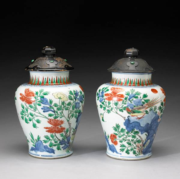 Two wucai enameled porcelain jars