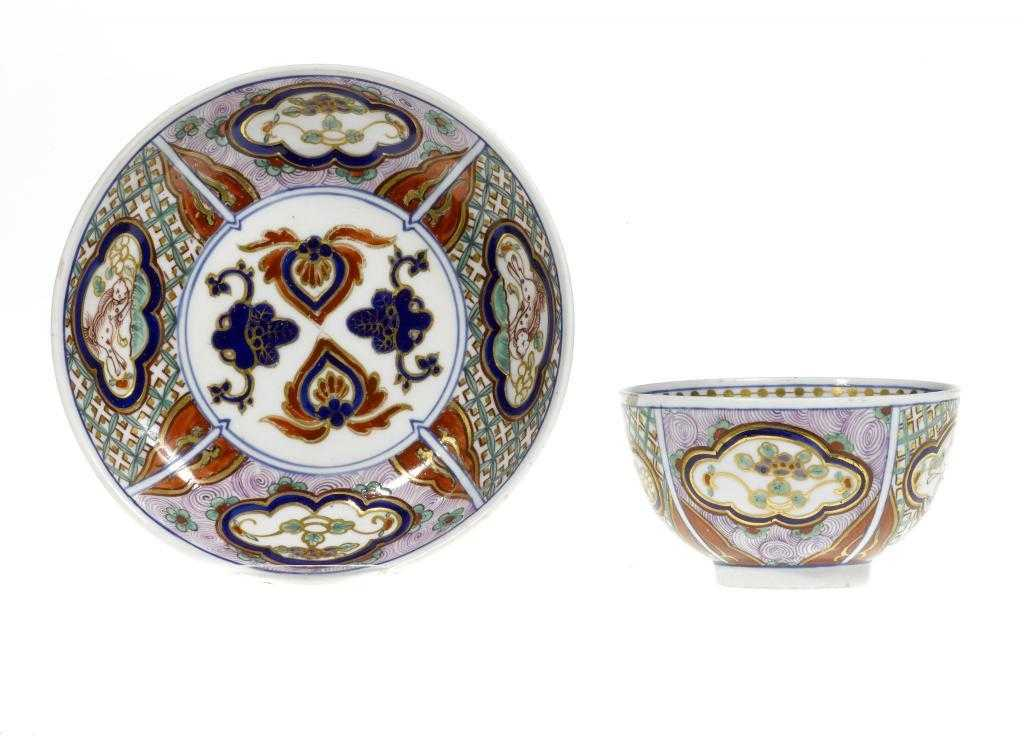 A CHELSEA-DERBY TEA BOWL AND SAUCER