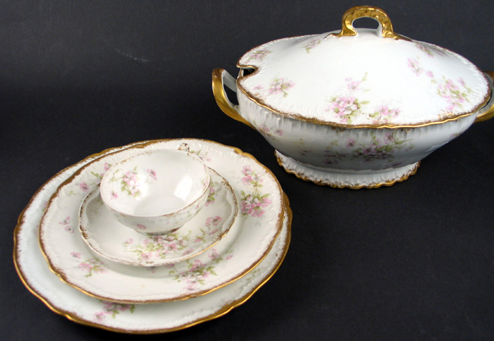 A 60 PIECE THEODORE HAVILAND, LIMOGES, FRANCE