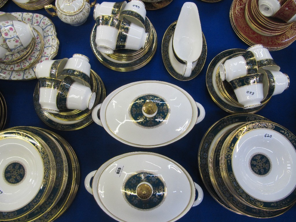 Royal Doulton 'Carlyle' dinner set comprising