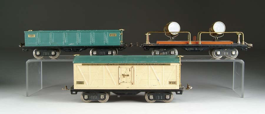 LOT OF THREE STANDARD GAUGE 500-SERIES CARS.
