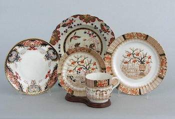 384. A Lot of Decorated China Dinnerware