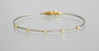 600. An 18k Gold and Diamond Bracelet by