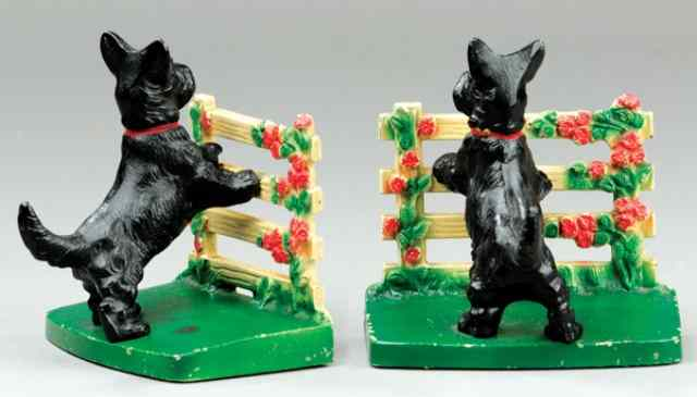 SCOTTIE DOGS AT FENCE BOOKENDS Hubley cast