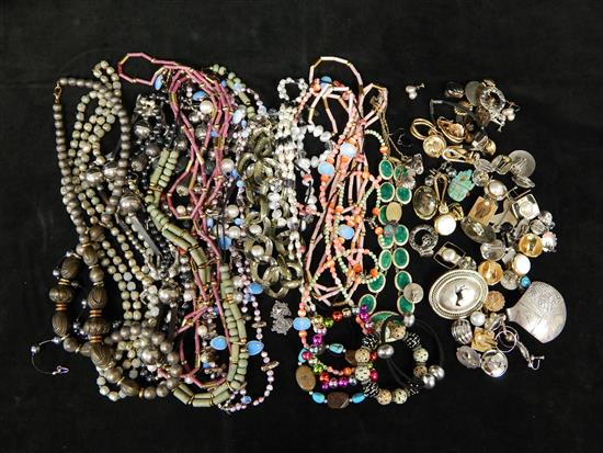 JEWELRY, 35+ pieces, mostly costume necklaces,