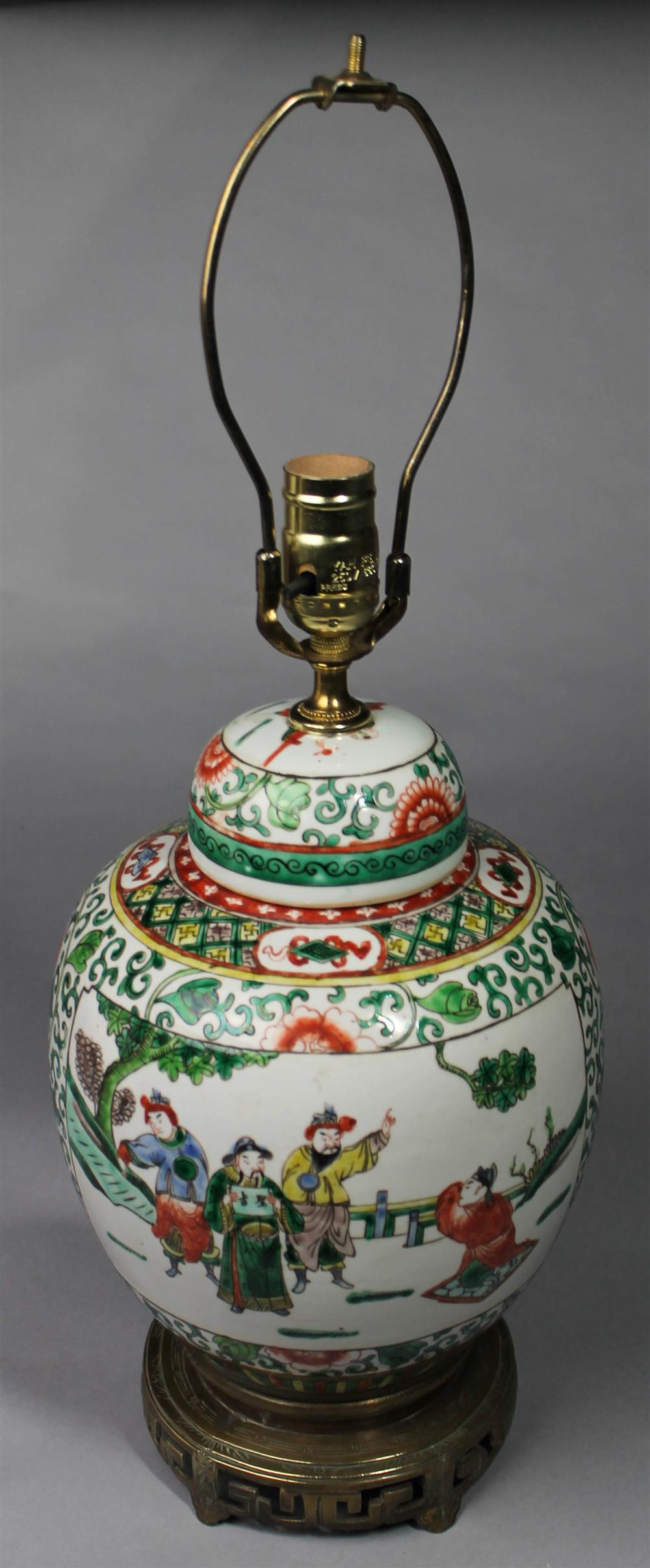 CHINESE FAMILLE VERTE JAR AND COVER of globular