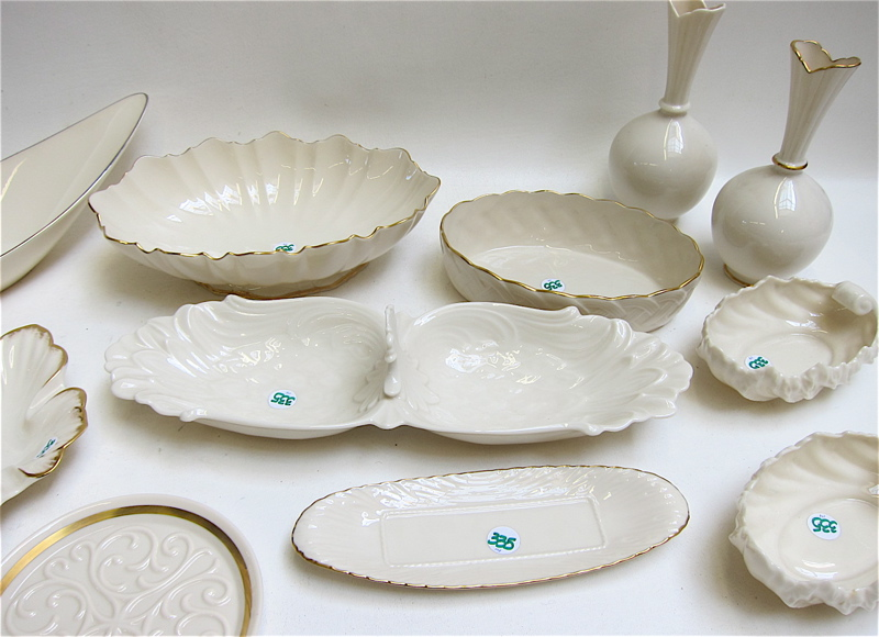 FOURTEEN PIECES OF LENOX TABLEWARE AND VASES,