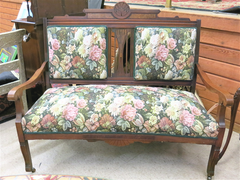 Superb Price Guide For A Victorian Eastlake Settee American Late Short Links Chair Design For Home Short Linksinfo