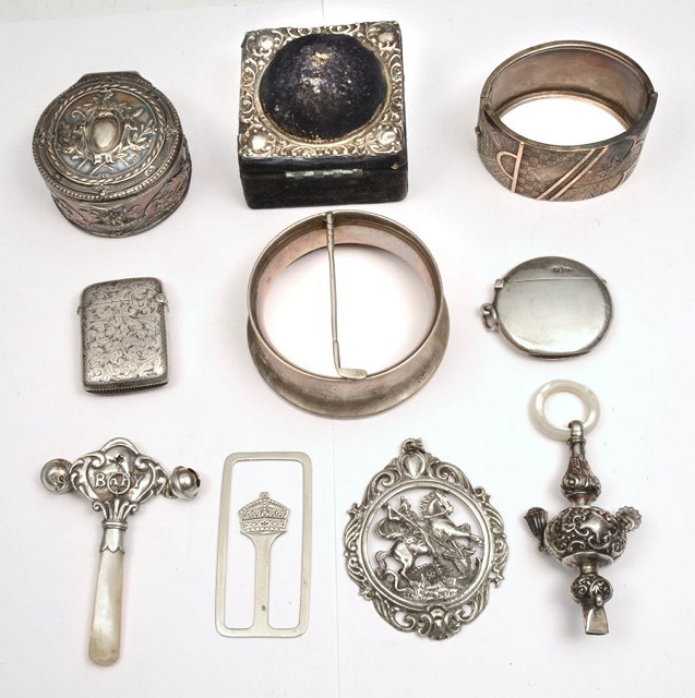 A COLLECTION OF MISCELLEANOUS SILVER AND
