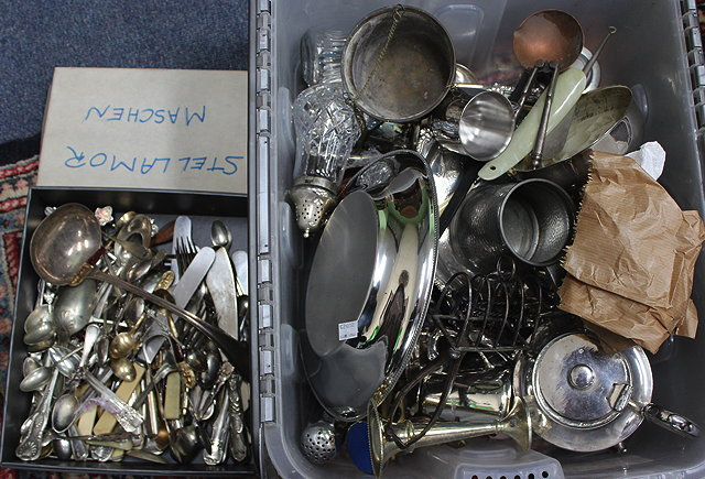 A QUANTITY OF VARIOUS SILVER PLATED FLATWARE
