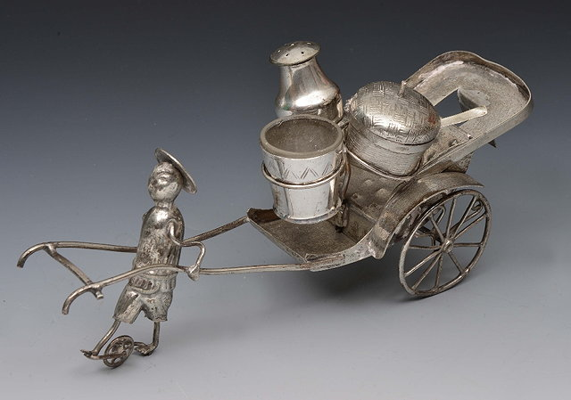 Chinese silver condiment setin the form of