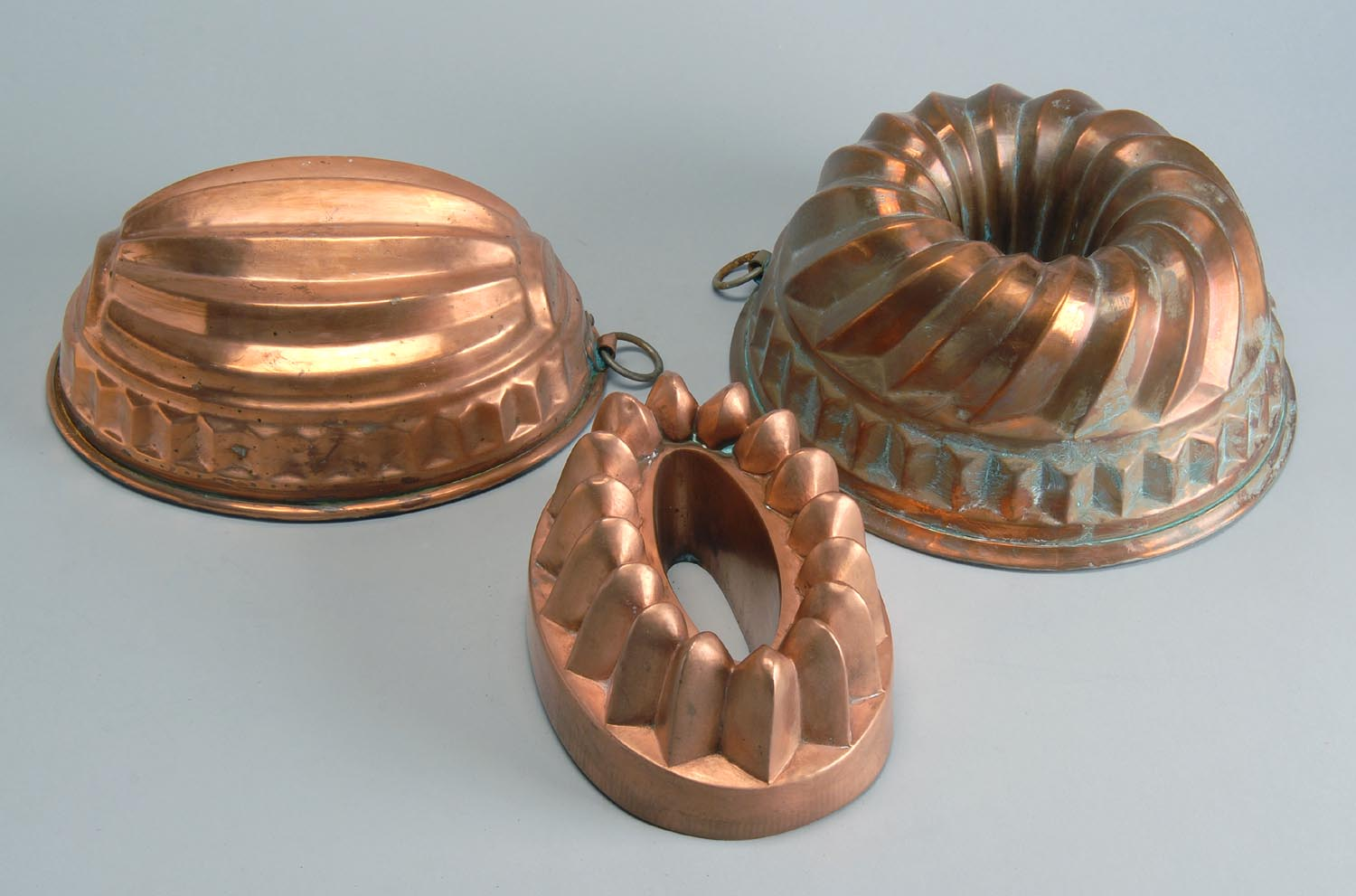 THREE TIN-LINED COPPER PUDDING MOLDS in melon,
