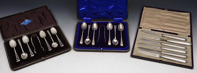 A SET OF SIX LATE VICTORIAN SILVER TEASPOONS