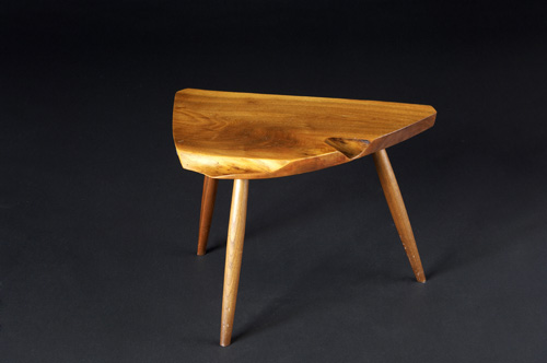GEORGE NAKASHIMA Three-legged walnut side