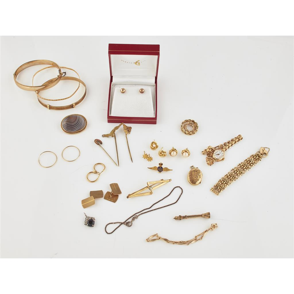 A collection of jewellery  to include a 9ct