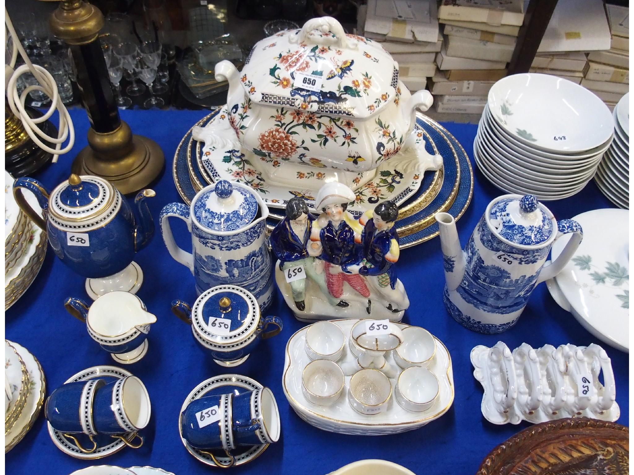 Lot comprising a Wedgwood coffee set comprising