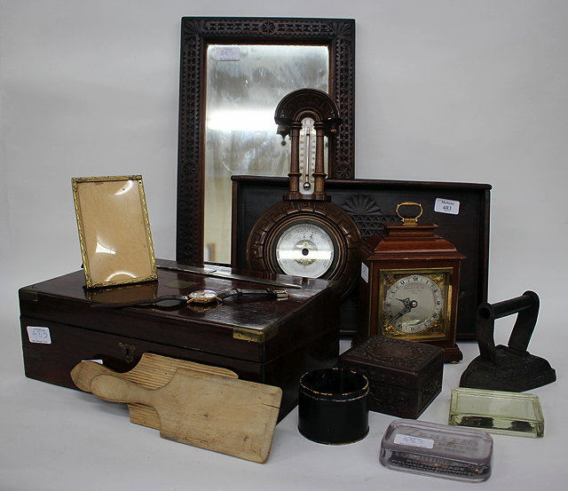 A MAHOGANY CASED MANTLE TIMEPIECE OR MANTLE