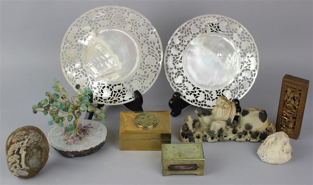 GROUP OF CHINESE ITEMS, QING DYNASTY AND