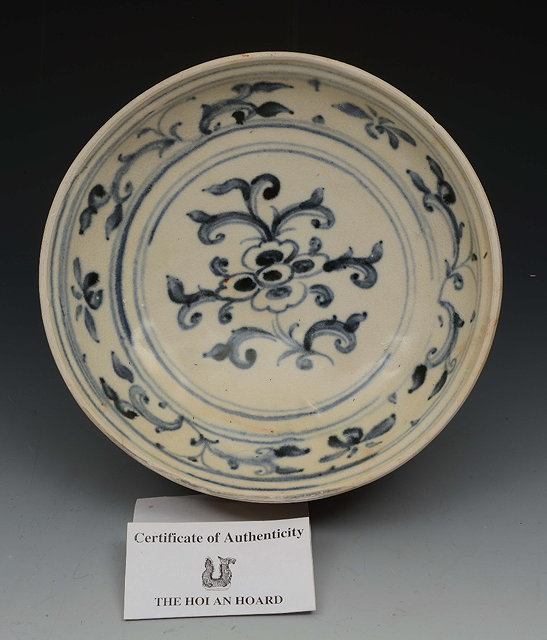 AN HOI AN HOARD BLUE AND WHITE DISH with