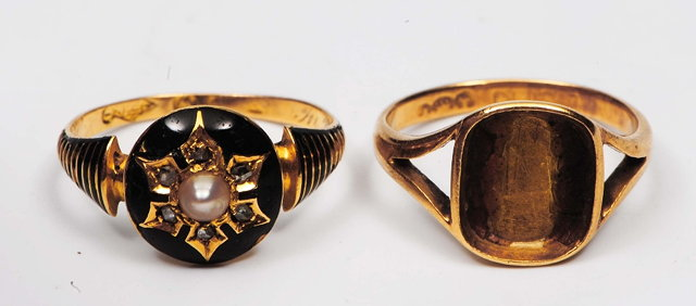 A gentleman's 18ct gold signet ring (missing