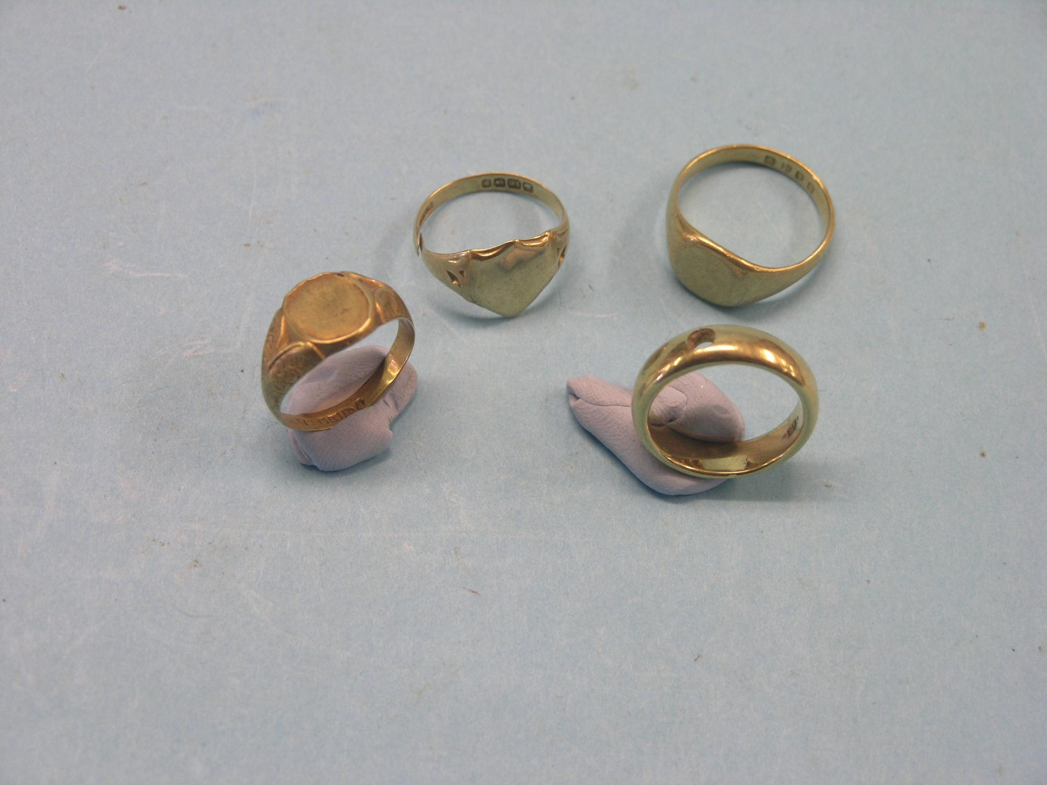 ? An 18ct. gold band ring, 11 grams, stone