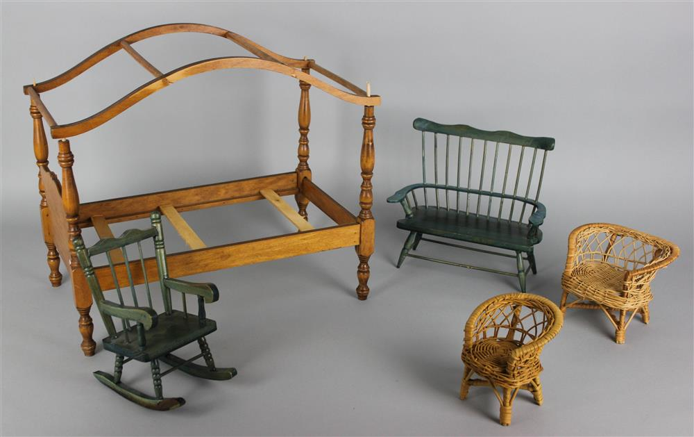 FIVE PIECE DOLL FURNITURE, INCLUDING A BOWED