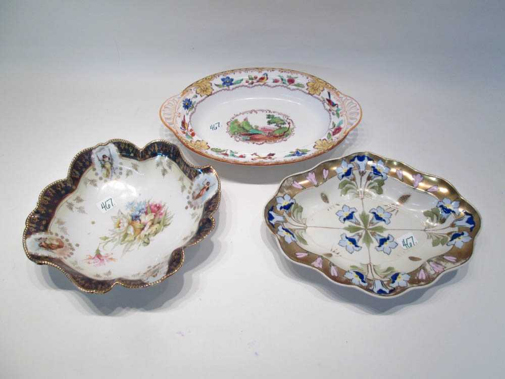 THREE PORCELAIN TABLEWARE ITEMS:  1 round