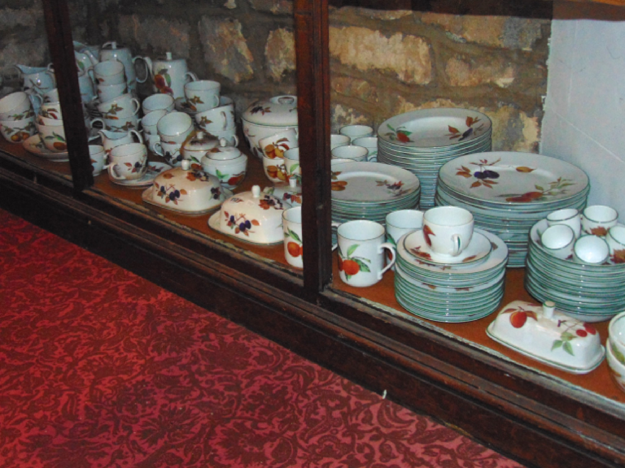 An extensive quantity of Royal Worcester