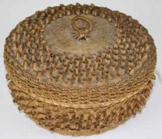 early 20th c Penobscot porcupine basket w/