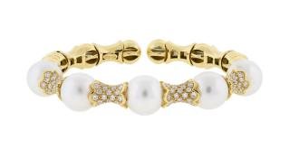 A PEARL AND DIAMOND BRACELET  A PEARL AND