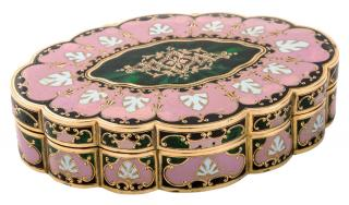A CONTINENTAL GOLD AND ENAMEL SNUFF BOX,