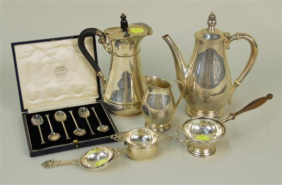 ASSEMBLAGE OF AMERICAN AND OTHER SILVER,