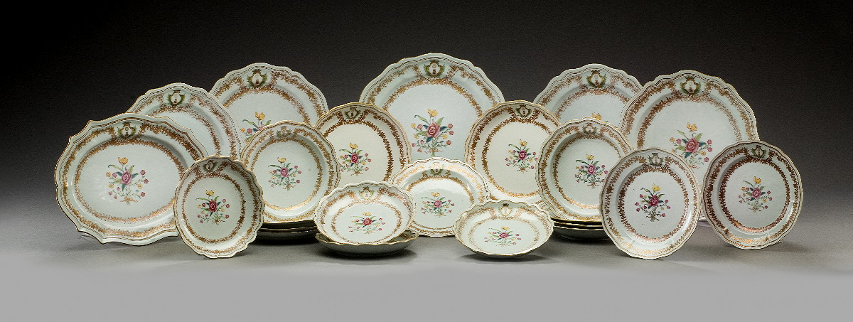 CHINESE EXPORT PORCELAIN ARMORIAL PART DINNER